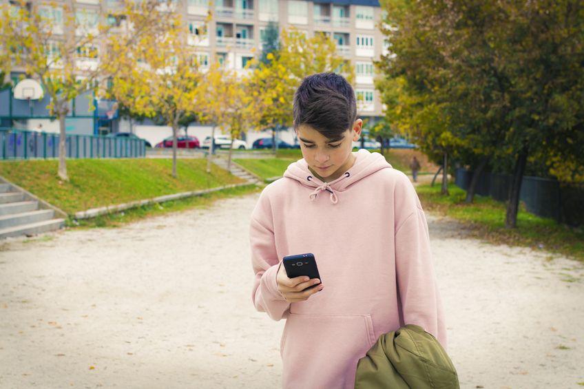 Adolescentes hiperconectados telefonos