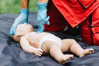 maniobras salvar vida bebe emergencia
