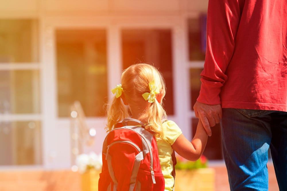 ¿Necesitas clases de crianza? Una Escuelas de Padres es buena idea