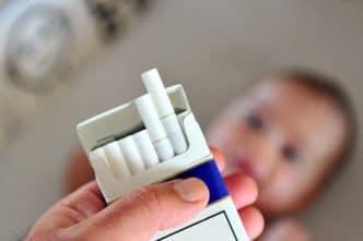 niño fumador pasivo