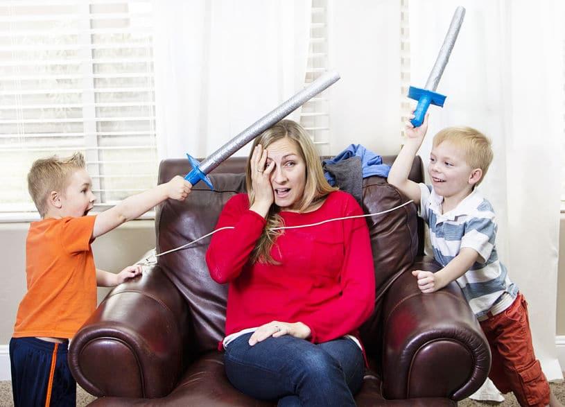 El agotamiento extremo en madres que se quedan en casa