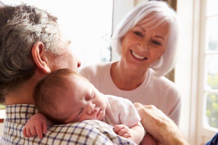 bebe rechaza abuela