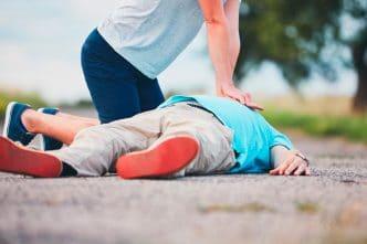 niños aprender primeros auxilios escuela