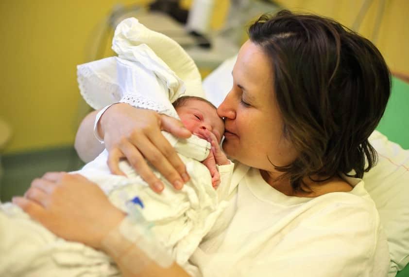 El olor del recién nacido provoca un efecto narcótico en el cerebro de las madres