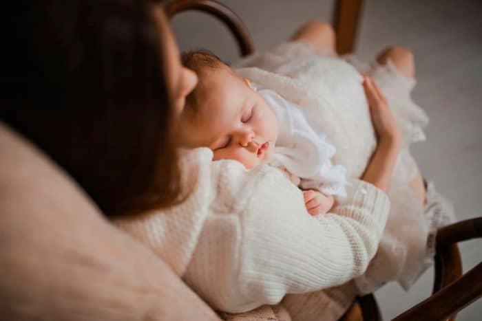 madre apenas duerme