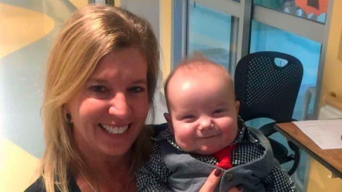 Enfermera adopta bebé UCI