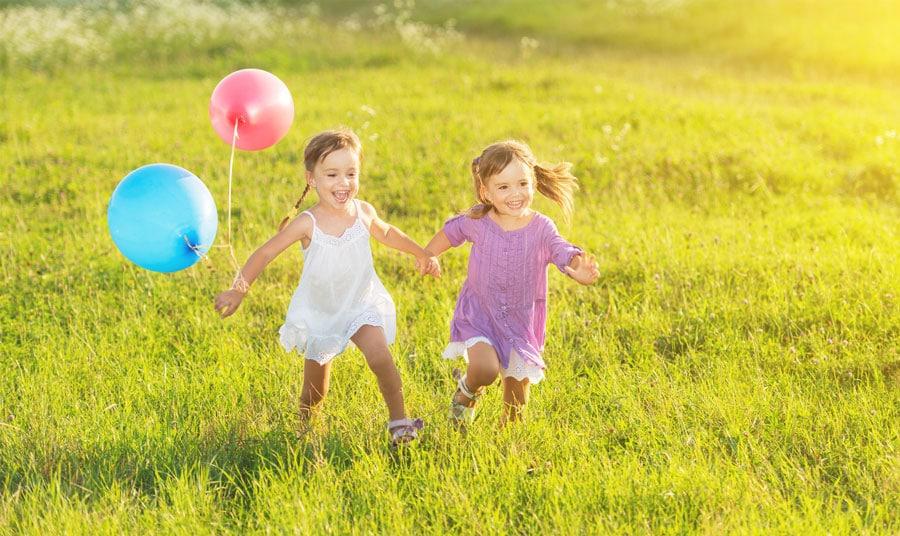 Si tu hijo está feliz, que no te confundan: NO está mimado