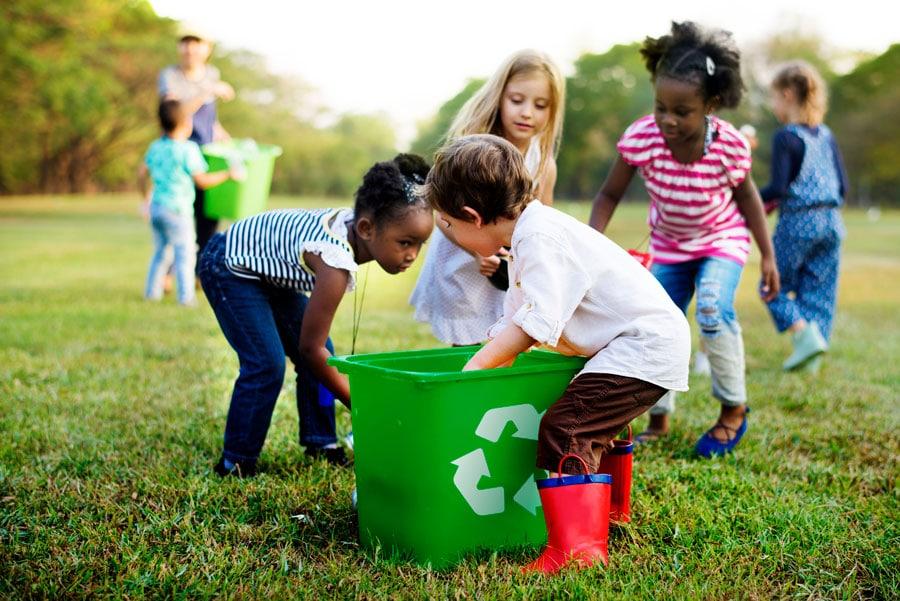 Claves para enseñar a los niños a reciclar la basura en casa