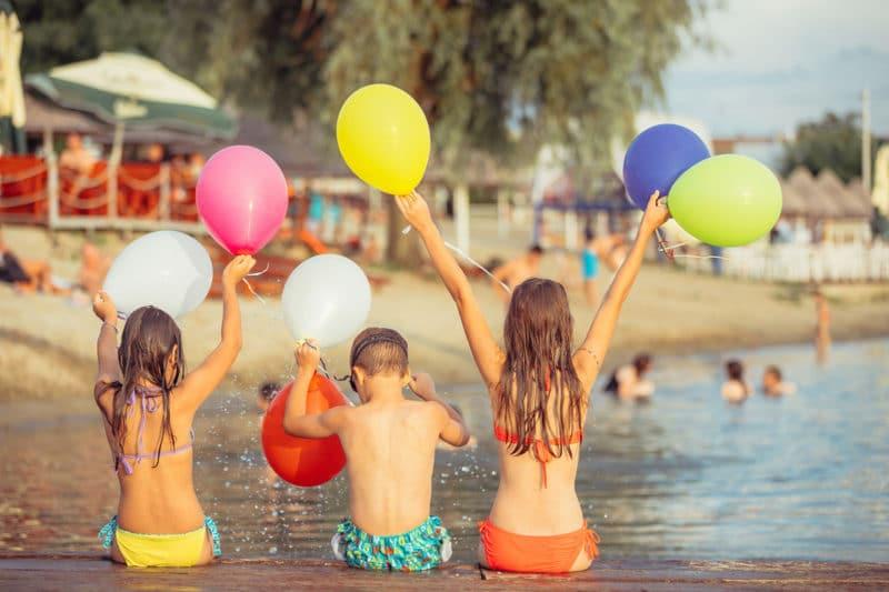 Celebrar cumpleaños infantil en la playa