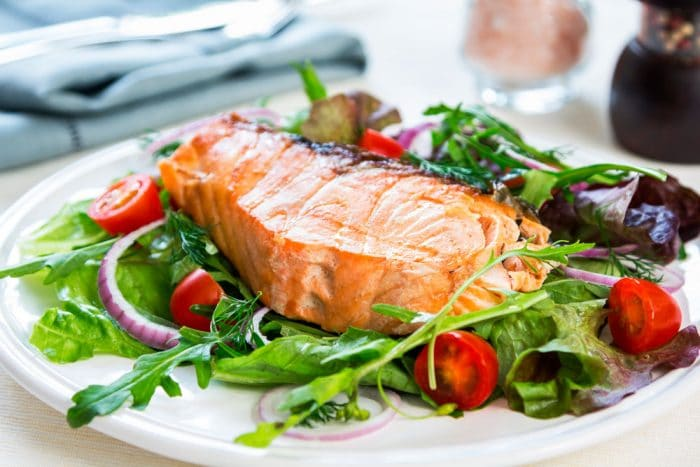 Cena rapida y sana Filete de salmón con verduras