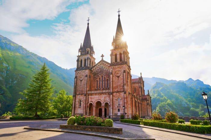 Santuario de Covadonga, en Lagos de Covadonga