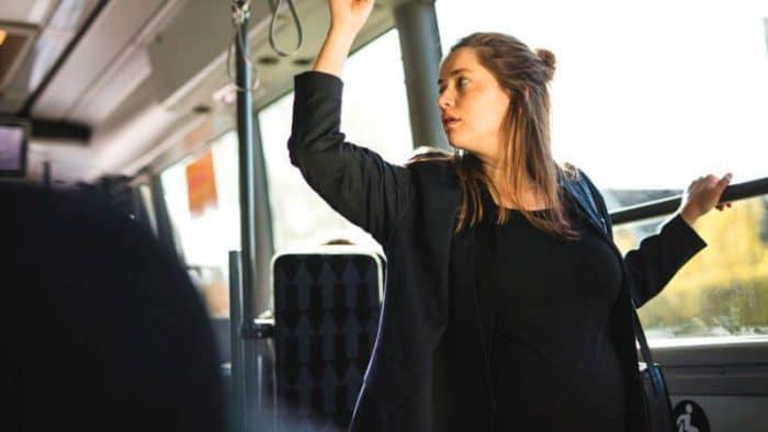 embarazada autobus