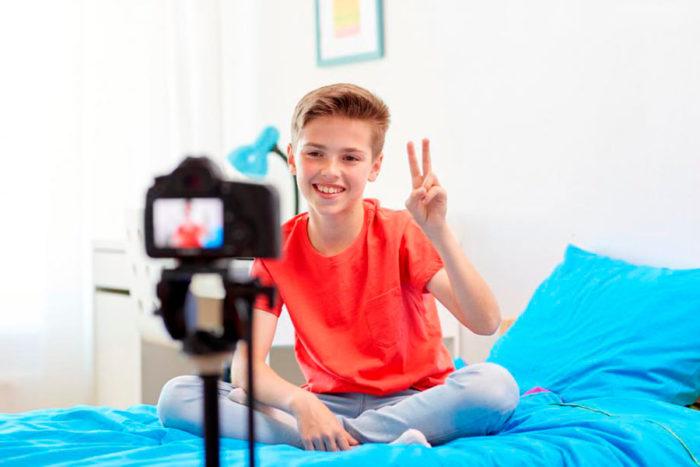 Niño youtuber