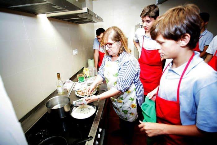 Aprender tareas del hogar en el colegio