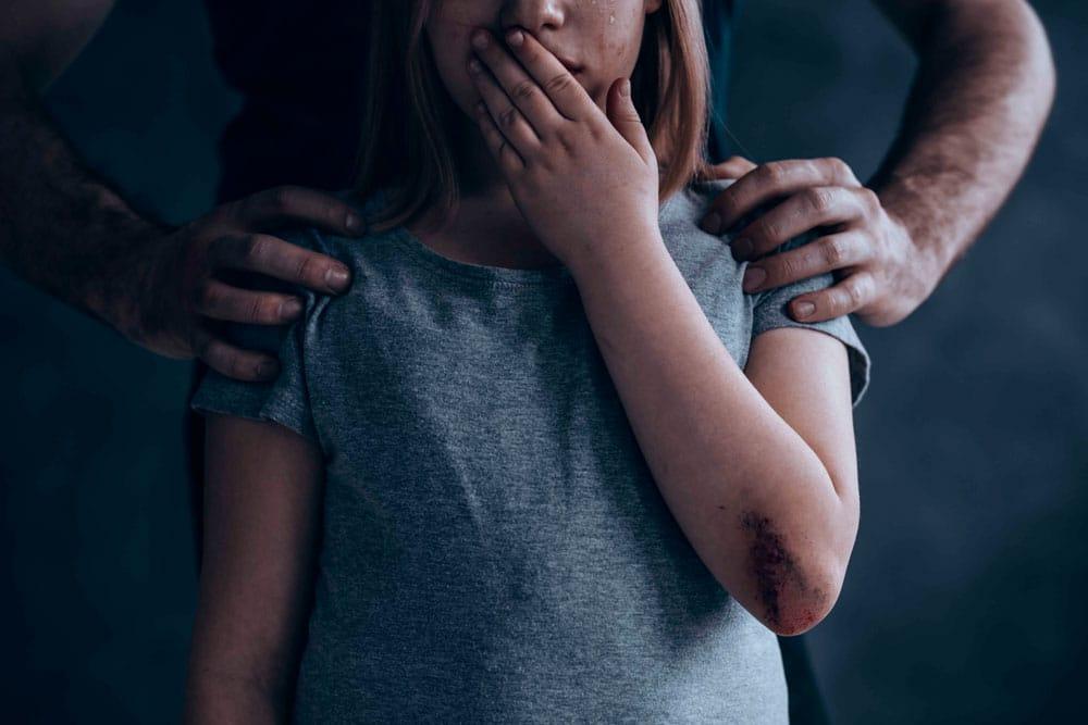 Sin límites en la crianza: otra forma de maltrato infantil