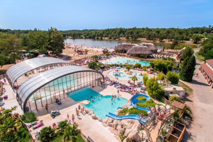 Camping The Alicourts Resort, en Pierrefitte-sur-Sauldre, Francia
