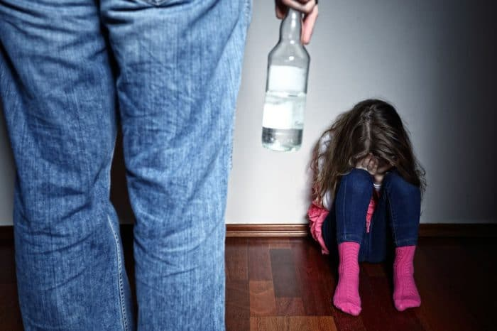 huellas emocionales hijos padres alcohólicos