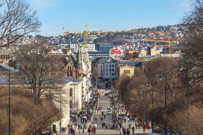 Calle Karl Johans, en Oslo, Noruega
