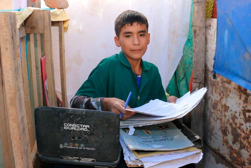 Con 12 años abrió una escuela sin recursos para ayudar a otros niños
