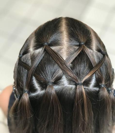 Peinado para niña Mini coletas entrelazadas