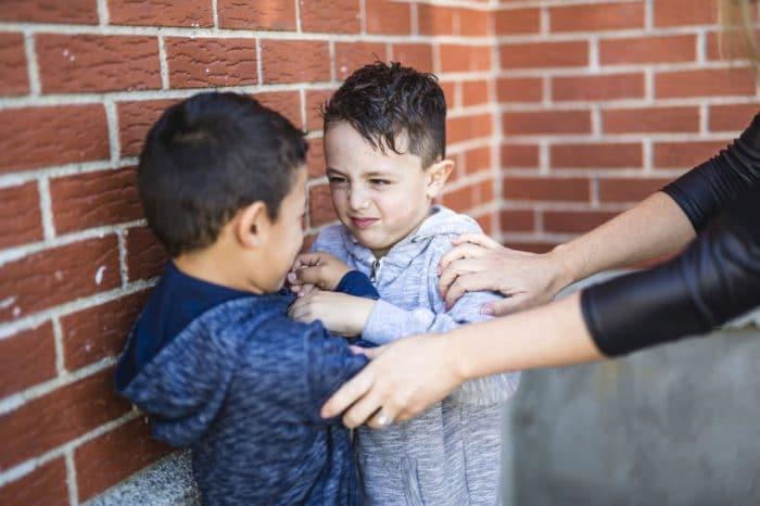 niños defenderse agresiones