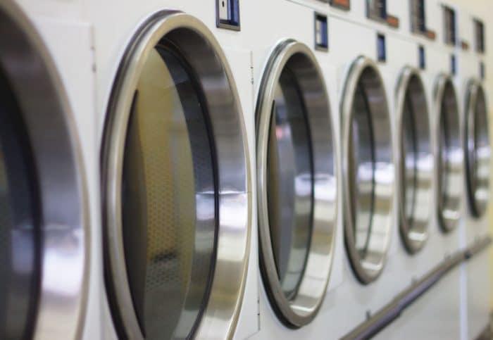 recien nacido abandonado lavadora lavanderia