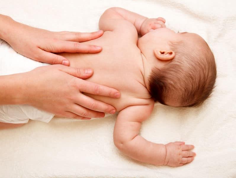Masajes beneficiosos para tu bebé: Caricias de Caléndula