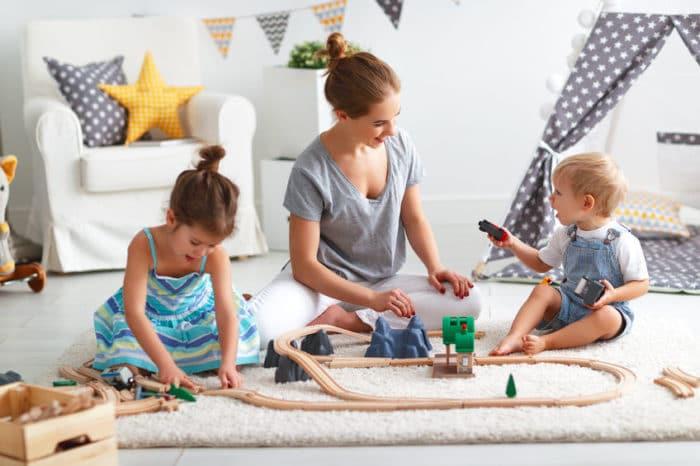 La importancia de jugar con niños