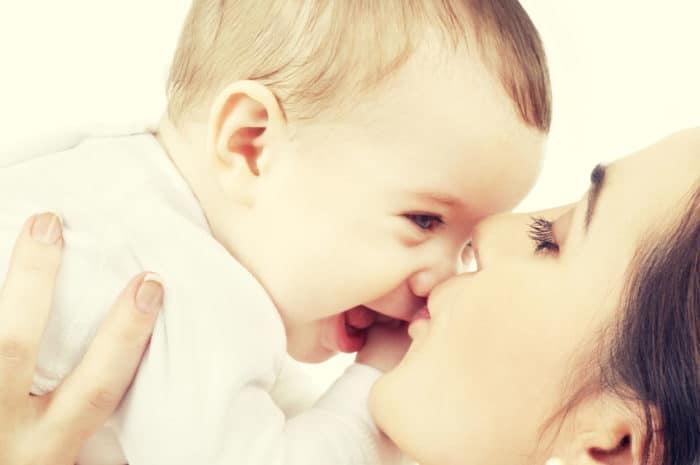 VSR beso bebés recién nacidos
