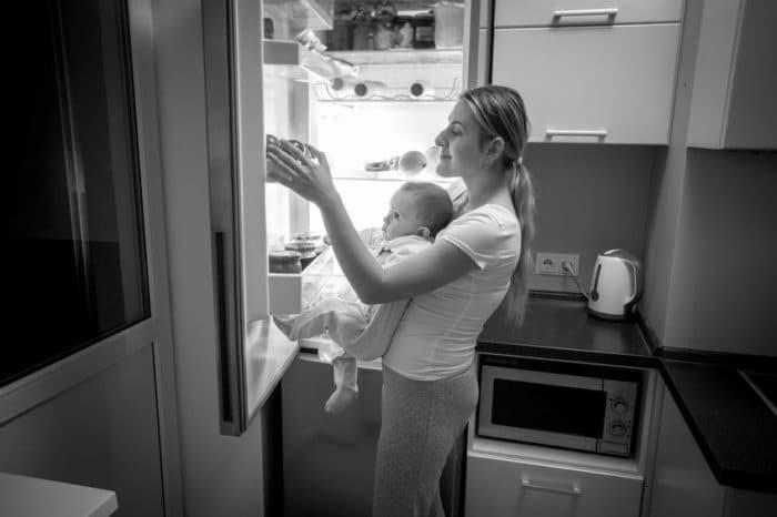 dormir poco engorda maternidad