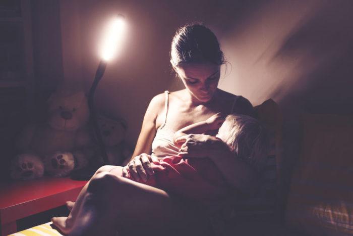 madre lactante noche