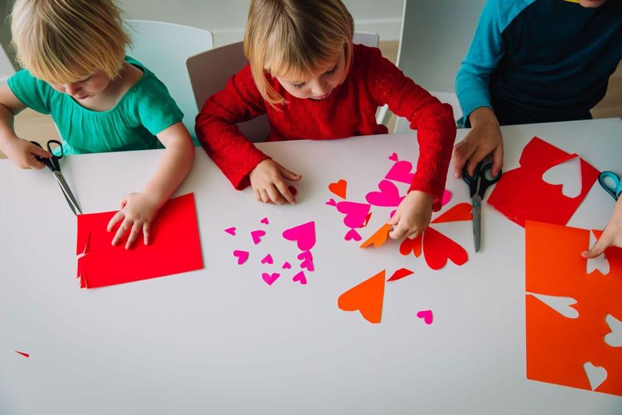 Niños en confinamiento y sin colegio: actividades caseras para entretenerles
