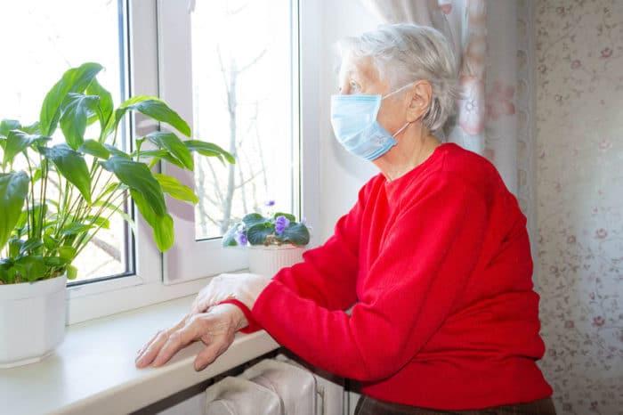 Anciana sola con Coronavirus Covid-19