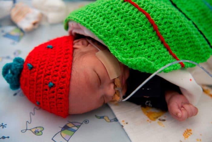 bebé prematuro superhéroe