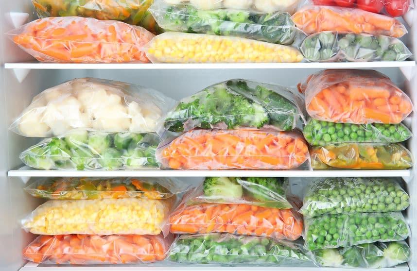 No salgas tanto a hacer la compra y congela bien los alimentos frescos