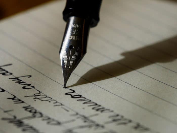 Escribe yendo o llendo