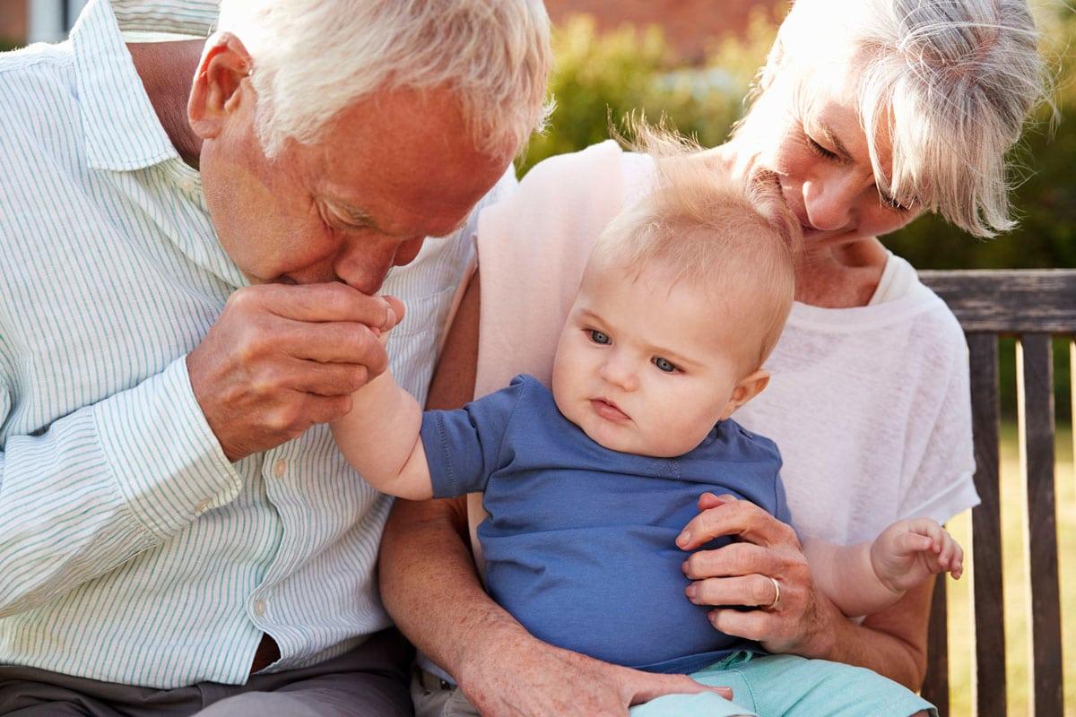 Abuelos que hicieron de padres