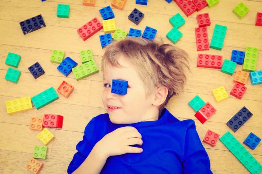 Niño de 3 años desafiante