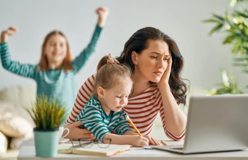 Estrés madre teletrabajo