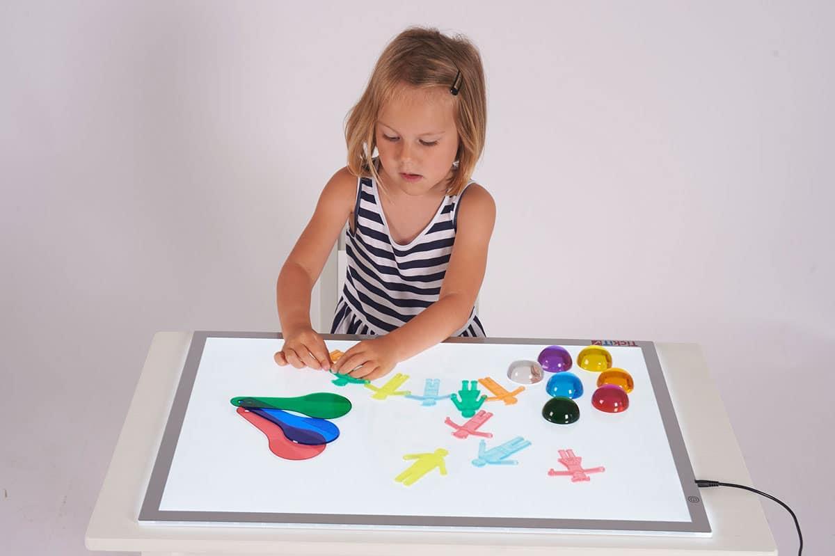 Mesa de luz para niños: Un recurso educativo para estimular sus sentidos
