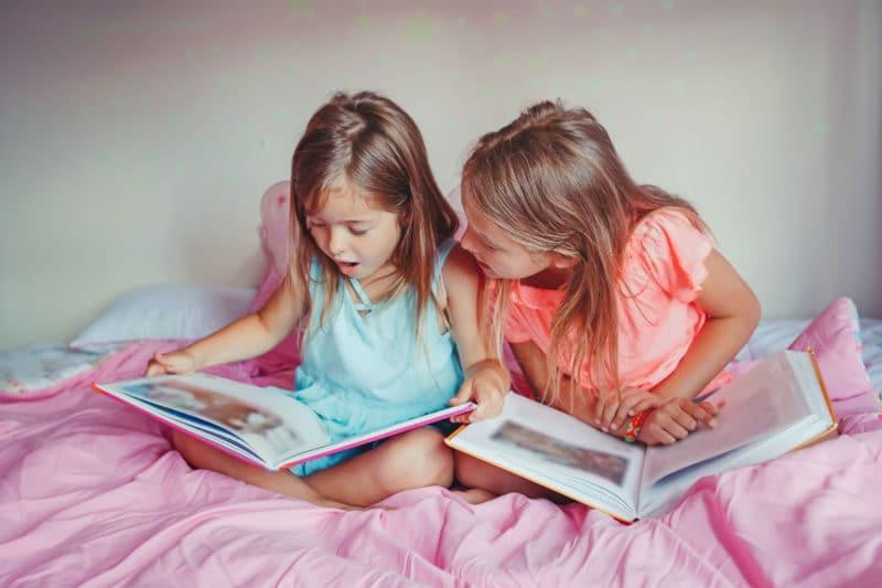 niños noche leer o tv