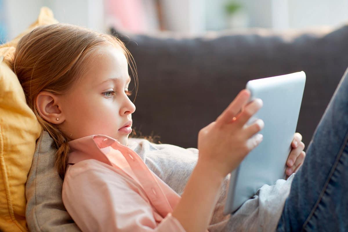 Niños hiperaburridos por padres hiperocupados… La soledad infantil