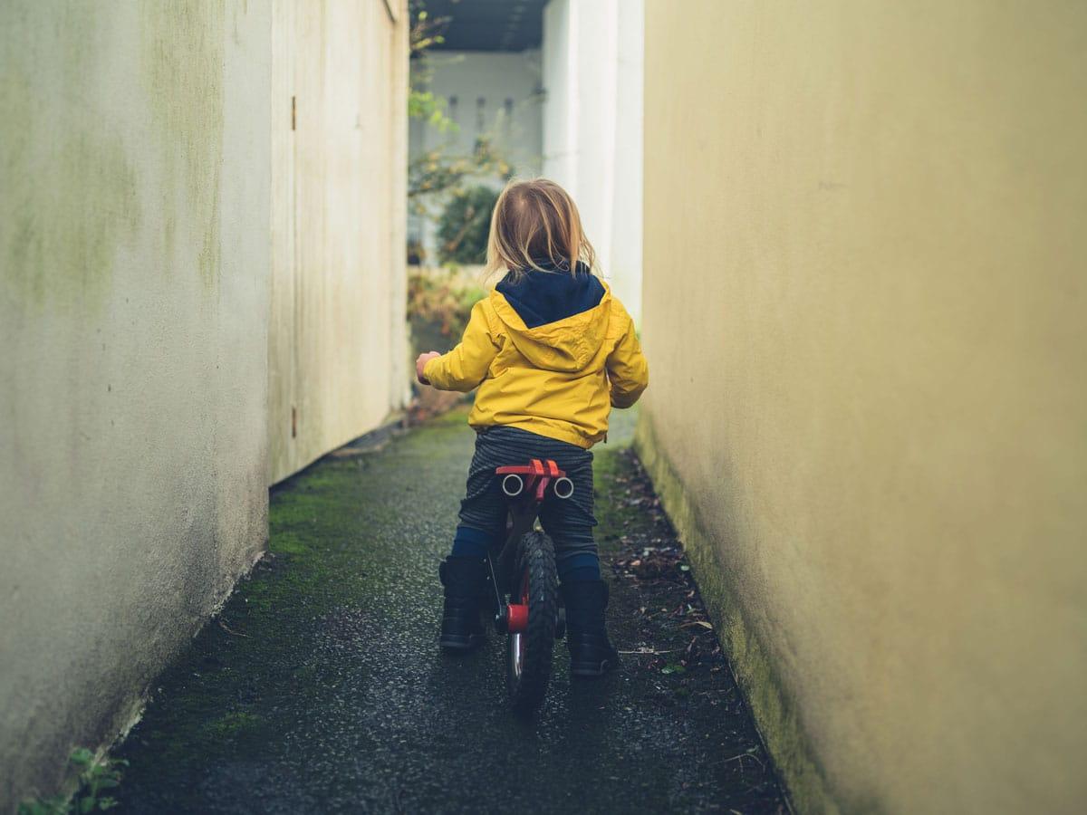 Mantener niños seguros fuera de casa