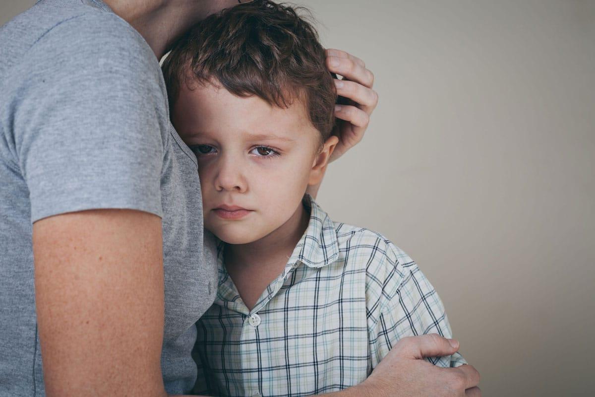 consolar niños lloran