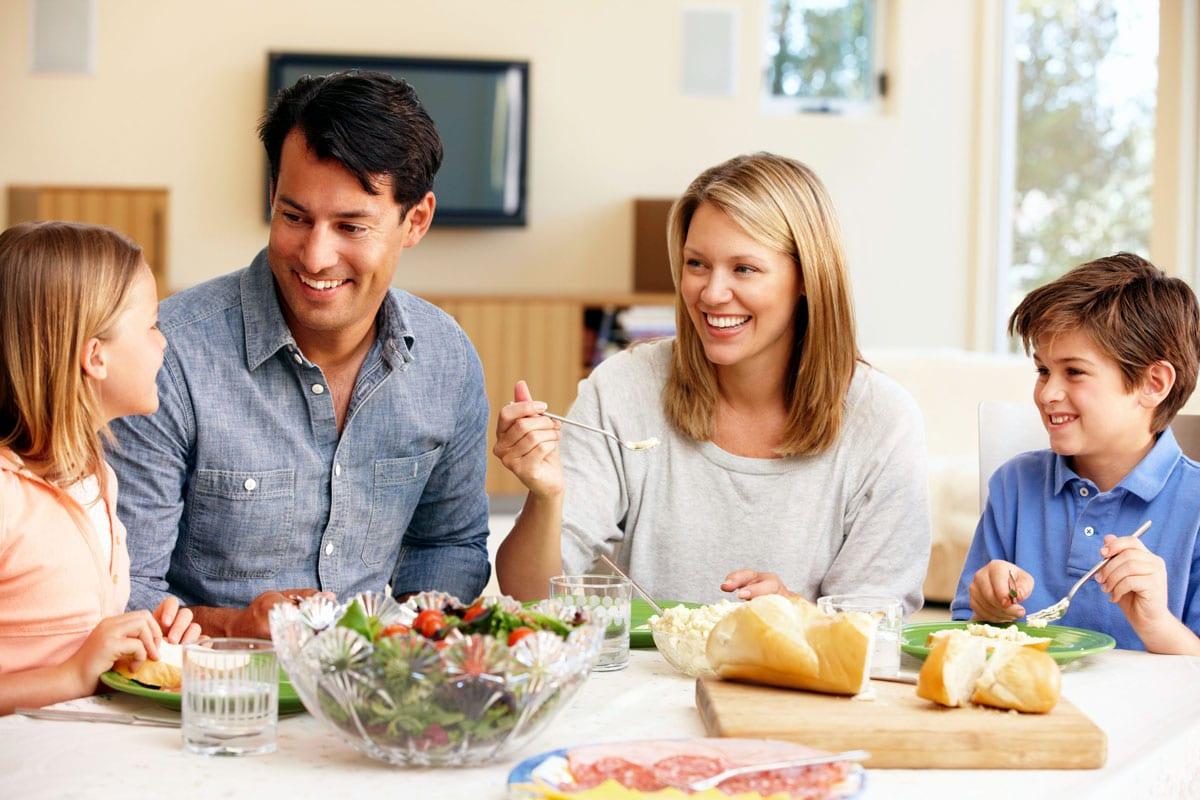 Cenas familiares, ¡conecta con tus hijos!