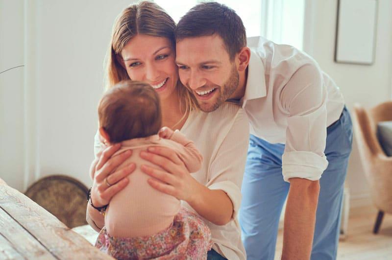 bebés leen padres