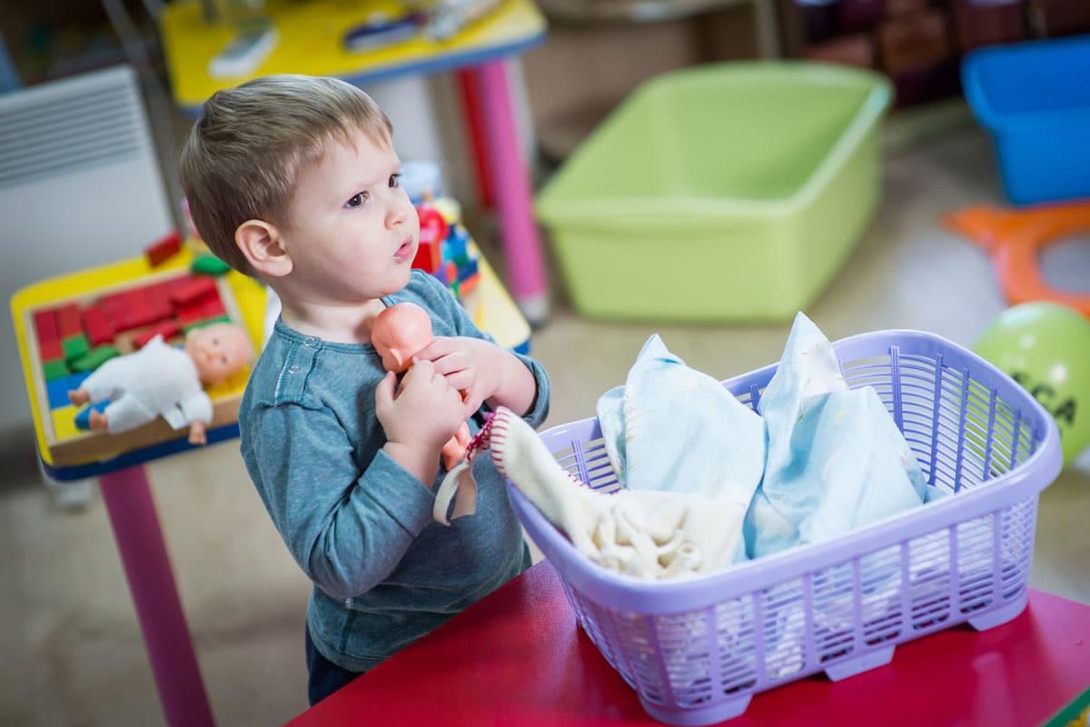 beneficios jugar muñecas