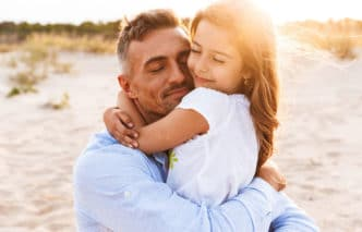 conducta padres afecta felicidad hijos