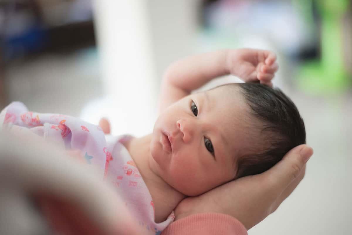 Cuando el bebé duerme menos de lo normal: ¿A qué se debe y qué hacer?