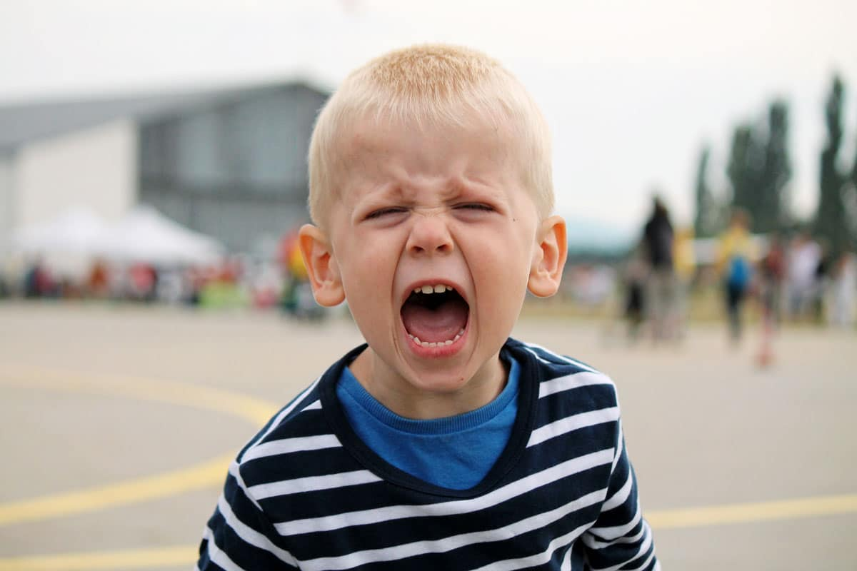 hijo enfadado hablar